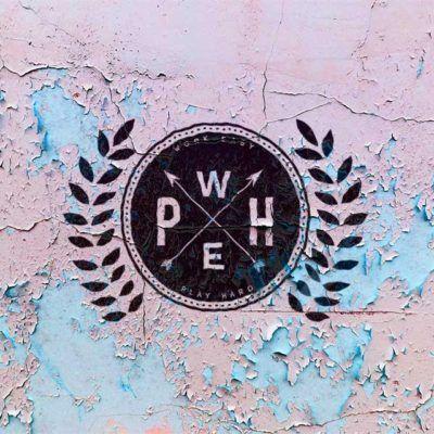 Grafické logo nové kolekce oblečení Work easy play Hard. Grafika byla velmi úspěšná.